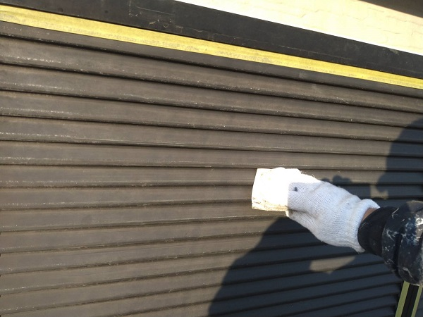 大阪府大阪市 D様邸 屋根塗装・外壁塗装・付帯部塗装 付帯部とはどんな場所か 雨戸塗装の手順 (2)