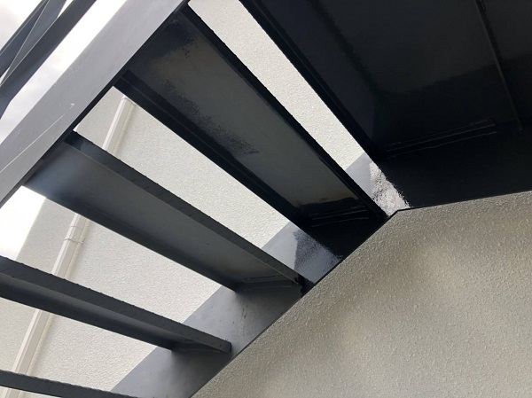 大阪府摂津市 鉄骨階段塗装 錆びの恐ろしさ 塗装の工程 (1)