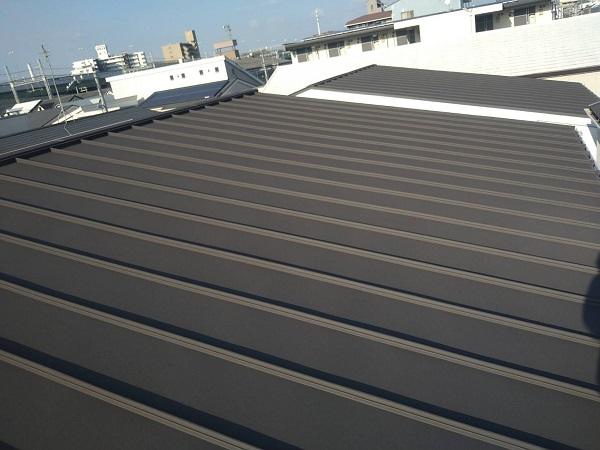 大阪府寝屋川市 屋根カバー工法(重ね葺き工事) 3つの屋根メンテナンス方法 ガルバリウム鋼板 (1)