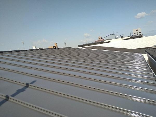 大阪府寝屋川市 屋根カバー工法(重ね葺き工事) 3つの屋根メンテナンス方法 ガルバリウム鋼板 (2)