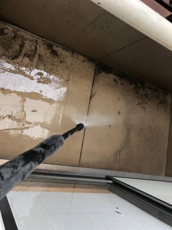 大阪府大阪市 外壁塗装・防水工事 散水試験 ベランダが原因での雨漏り (3)