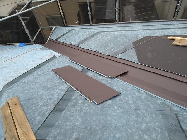 大阪府大阪市 I様邸 屋根重ね葺き工事(カバー工法) 工程 ガルバリウム鋼板屋根 (12)
