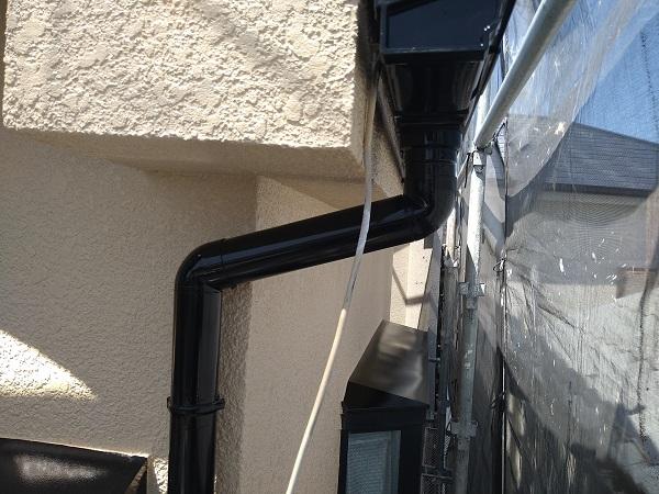 大阪府摂津市 T様邸 屋根塗装・外壁塗装・付帯部塗装 雨樋、換気フード塗装 (1)