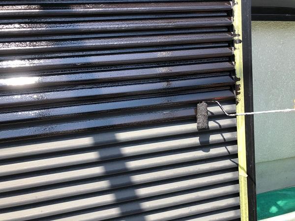 大阪府摂津市 T様邸 屋根塗装・外壁塗装・付帯部塗装 雨戸、庇塗装 目荒らしとは (7)