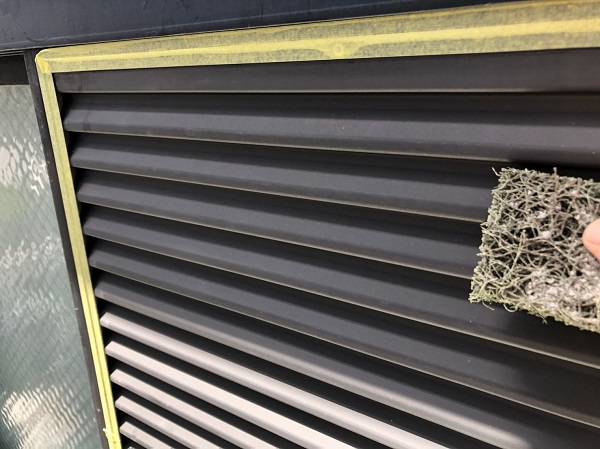 大阪府摂津市 T様邸 屋根塗装・外壁塗装・付帯部塗装 雨戸、庇塗装 目荒らしとは (6)
