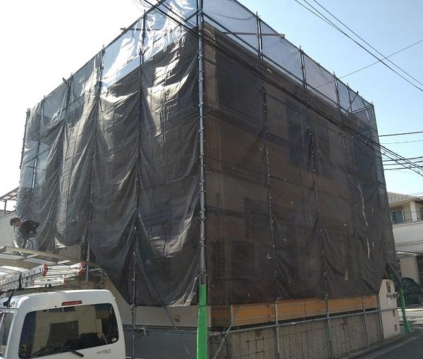 大阪府枚方市 I様邸 外壁塗装・付帯部塗装 施工前の状態 仮設足場 (1)