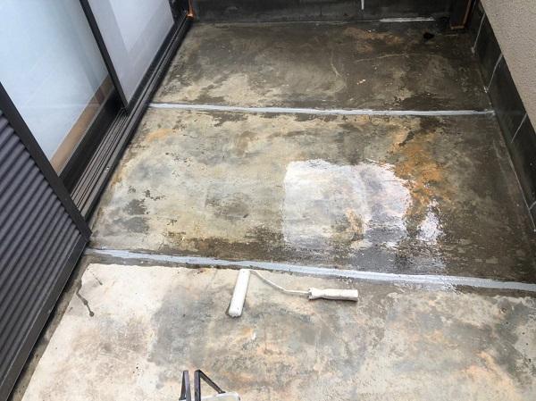 大阪府寝屋川市 防水工事 雨漏り補修 ベランダ 雨漏り補修は梅雨時期も可能です! (1)