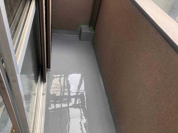 大阪府寝屋川市 防水工事 雨漏り補修 ベランダ 雨漏り補修は梅雨時期も可能です! (4)