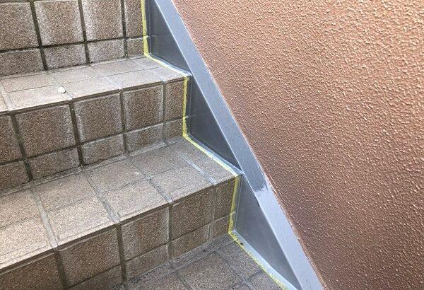 大阪府大東市 外壁塗装・防水工事 雨漏り補修 階段側桁塗装 ケレン作業とは (1)