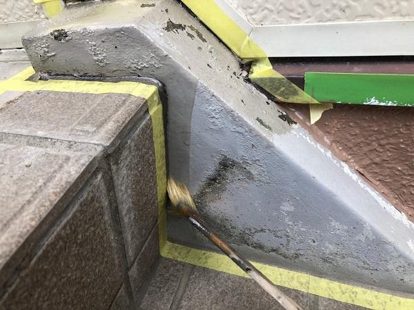 大阪府大東市 外壁塗装・防水工事 雨漏り補修 階段側桁塗装 ケレン作業とは (3)