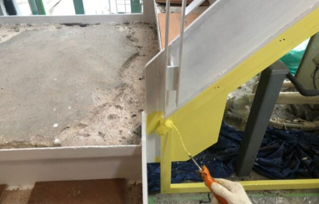 鉄骨階段の塗装の階段の画像